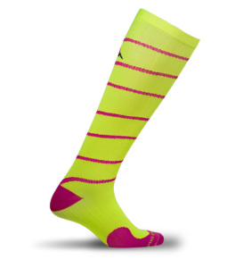 PRO Compression Marathon Socks | Mommy Runs It #sweatpink #holidayrunlist #keepittight