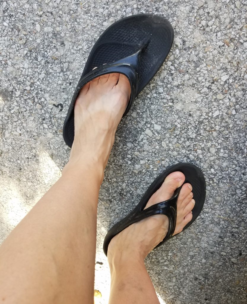 OOlala Sandal Review: #FeelTheOO with OOFOS | Mommy Runs It [#ad}